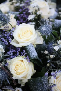 922681-white-rose-flower-arrangement